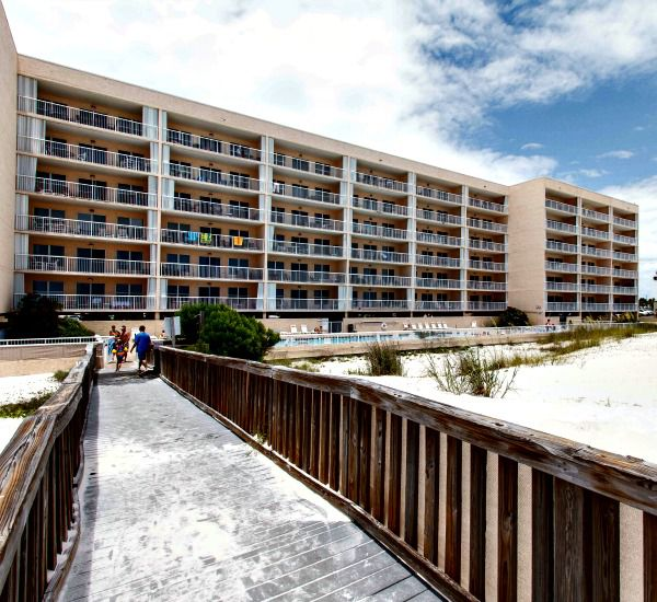 Islander Beach Resort  in Fort Walton Florida is directly on the Gulf