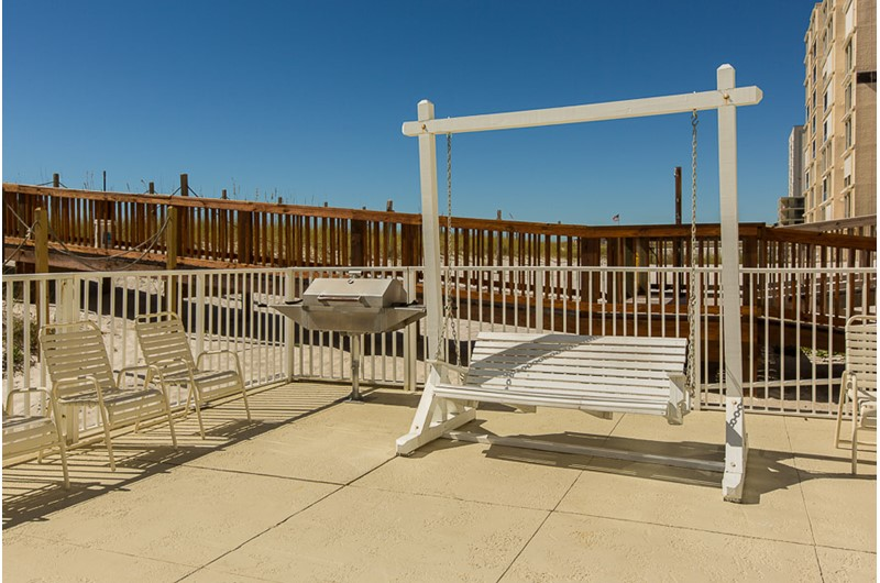 Roomy grill area at Edgewater East in Gulf Shores AL