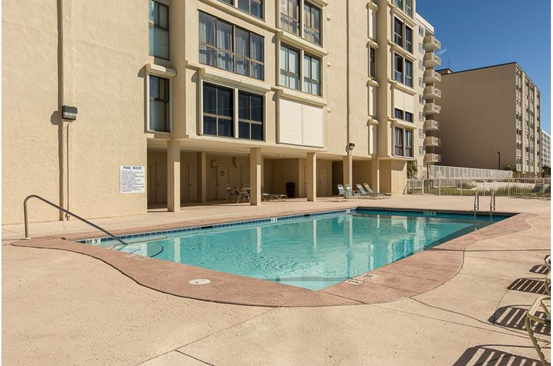Confortable pool area at Edgewater West in Gulf Shores Alabama