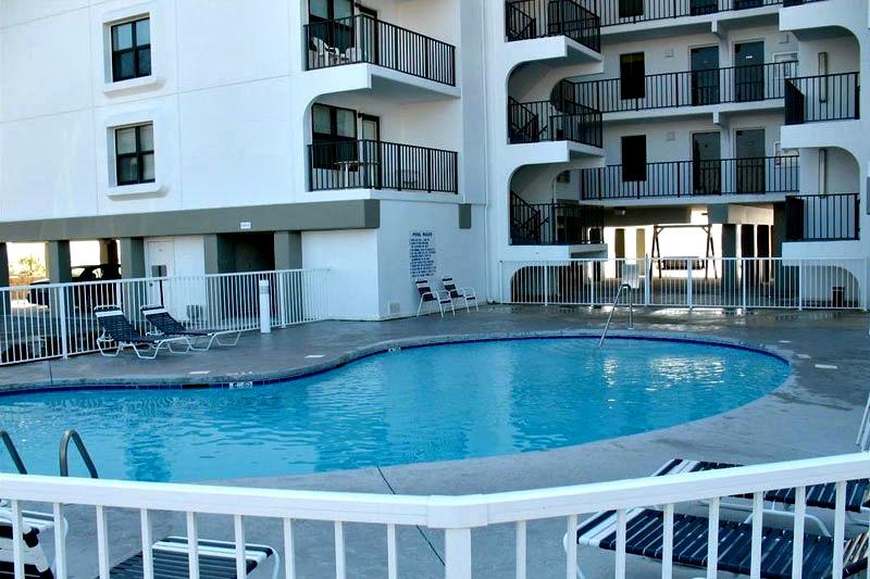 Swimming pool at Island Sunrise Gulf Shores