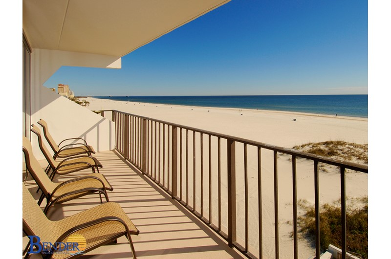 All condos st Island Winds East in Gulf Shores AL feature spacious beachfront balconies