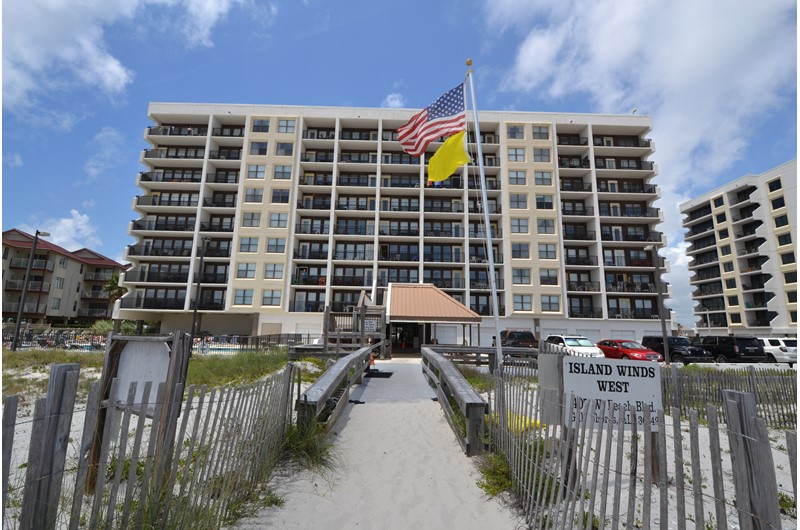 Island Winds West - https://www.beachguide.com/gulf-shores-vacation-rentals-island-winds-west--1630-0-20166-mg131.jpg?width=185&height=185