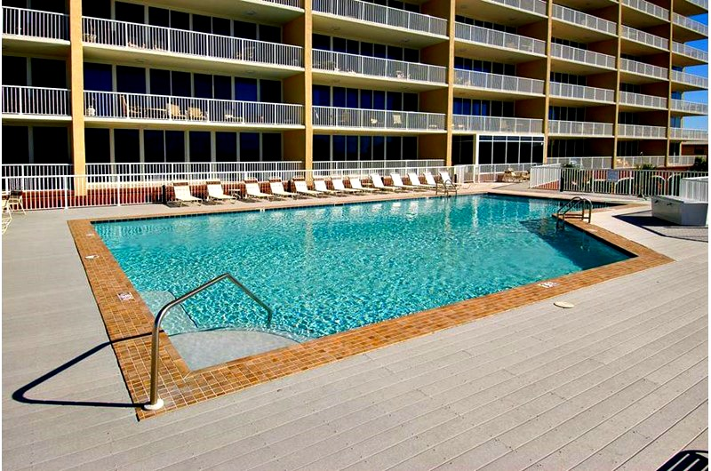 Beachside pool at Sanibel condominiums in Gulf Shores AL