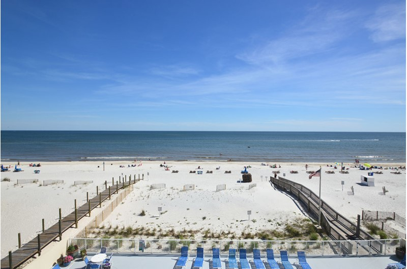 Gulf Tower full beach biew in Gulf Shores AL