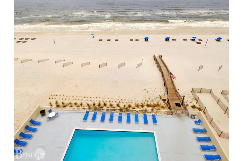 Gulf Tower Condos pool and beach in Gulf Shores AL