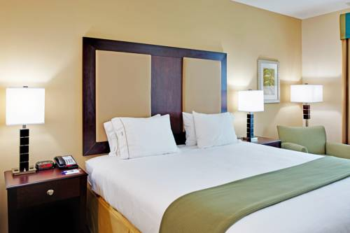 Holiday Inn Express Gulf Shores in Gulf Shores AL 01