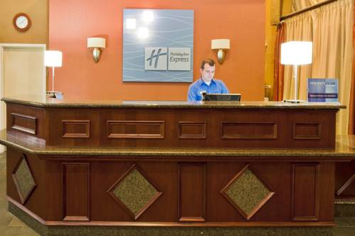 Holiday Inn Express Hotel & Suites Bradenton West in Bradenton FL 07