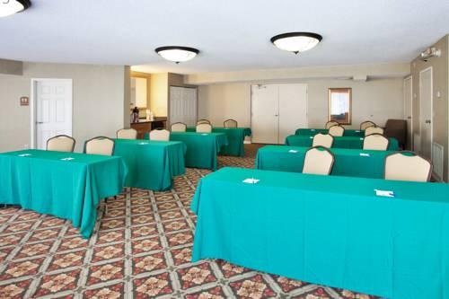 Holiday Inn Express Hotel & Suites Bradenton West in Bradenton FL 24