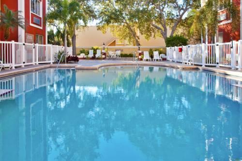 Holiday Inn Express Hotel & Suites Bradenton West in Bradenton FL 92
