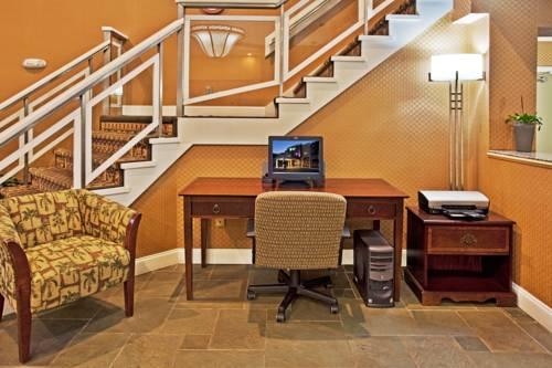 Holiday Inn Express Hotel & Suites Bradenton West in Bradenton FL 94