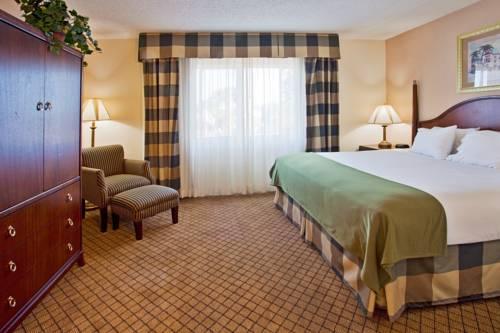 Holiday Inn Express Hotel & Suites Bradenton West in Bradenton FL 01