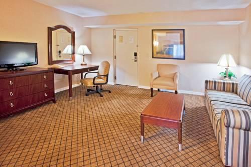 Holiday Inn Express Hotel & Suites Bradenton West in Bradenton FL 02