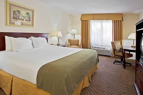 Holiday Inn Express Hotel & Suites Bradenton West in Bradenton FL 06