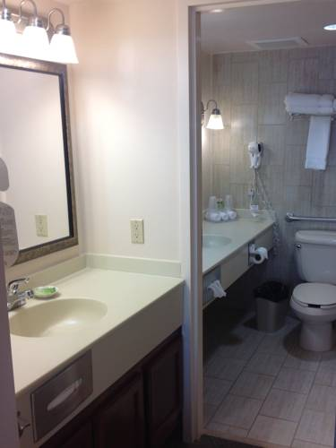 Holiday Inn Express Pensacola Beach in Gulf Breeze FL 40