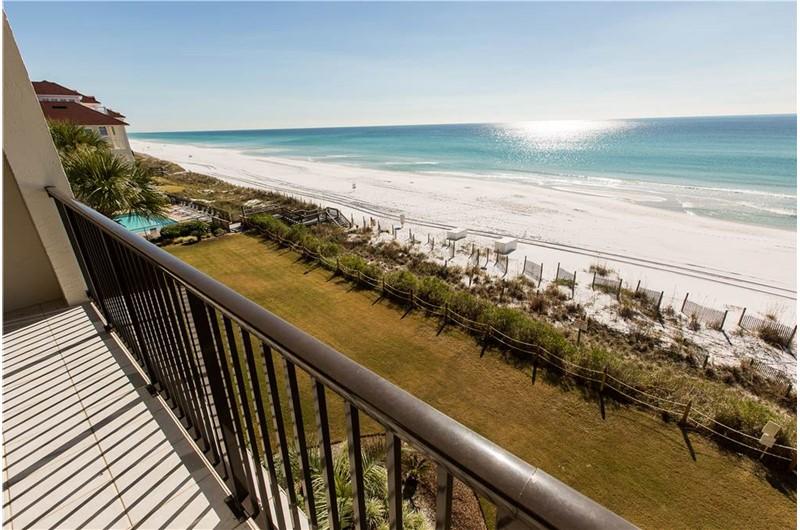 Beautiful white sand beach at Huntington by the Sea in Destin Florida