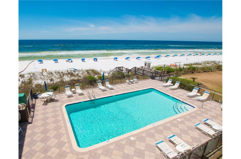Sparkling pool at Huntington by the Sea in Destin Florida