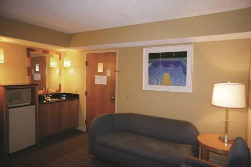 La Quinta Inn & Suites Sarasota in Sarasota FL 40