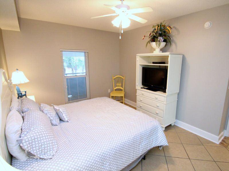 Majestic 207 West - Tower I 2 Bedrooms Beachfront Pool Sleeps 6 Condo rental in Majestic Beach Resort in Panama City Beach Florida - #10