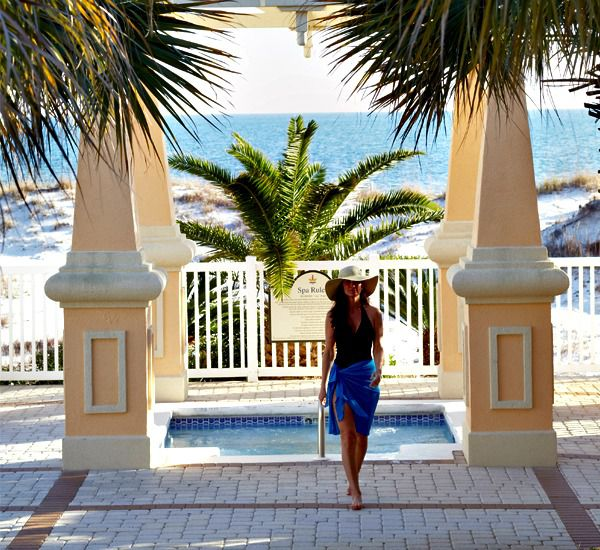 Outside foyer with beach view at Martinique on the Gulf in Gulf Shores Alabama