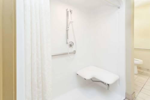 Microtel Inn & Suites By Wyndham Gulf Shores in Gulf Shores AL 33