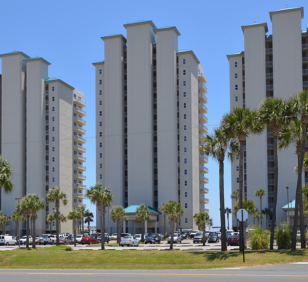 Exterior view from the street at Summerwinds Resorts in Navarre Florida
