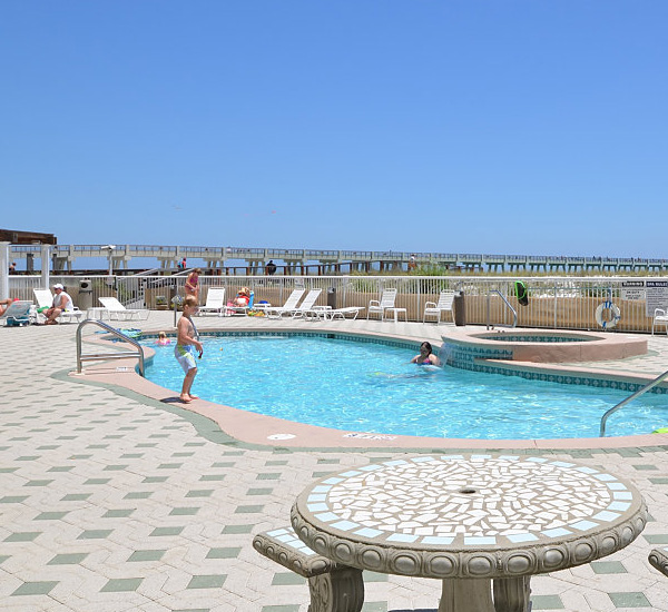 Pool and sundeck at Summerwinds Resorts in Navarre Florida