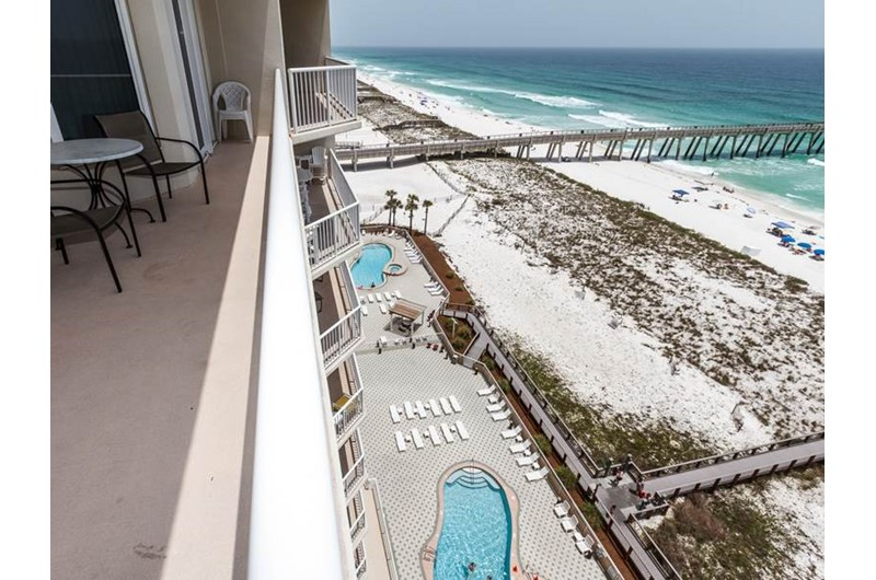 Expansive view of the water and pier from Summerwinds Resorts in Navarre Florida