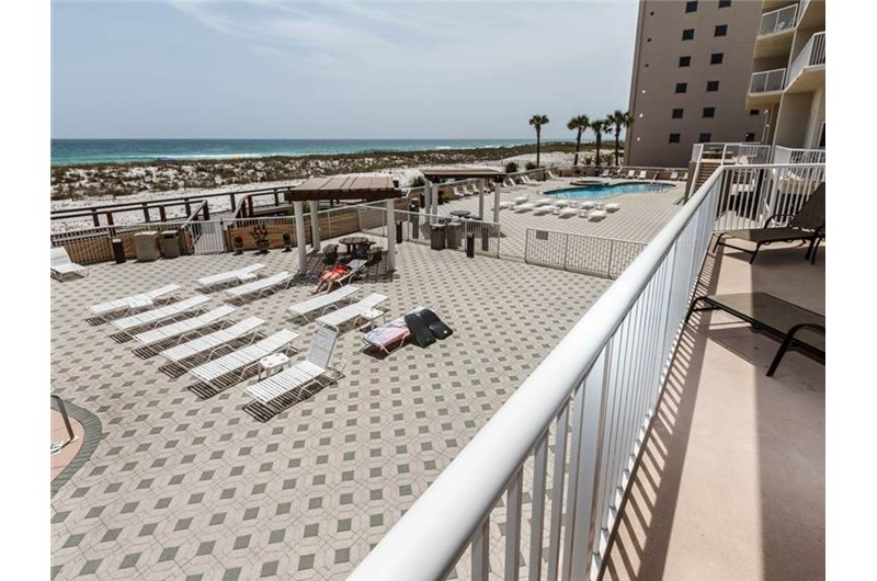 Huge pool deck for sunning at Summerwinds Resorts in Navarre Florida