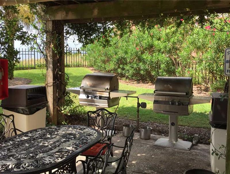 Nice grilling area at Grande Pointe in Orange Beach AL