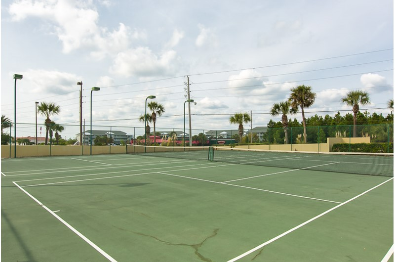 Nice tennis courts at Phoenix I in Orange Beach Alabama
