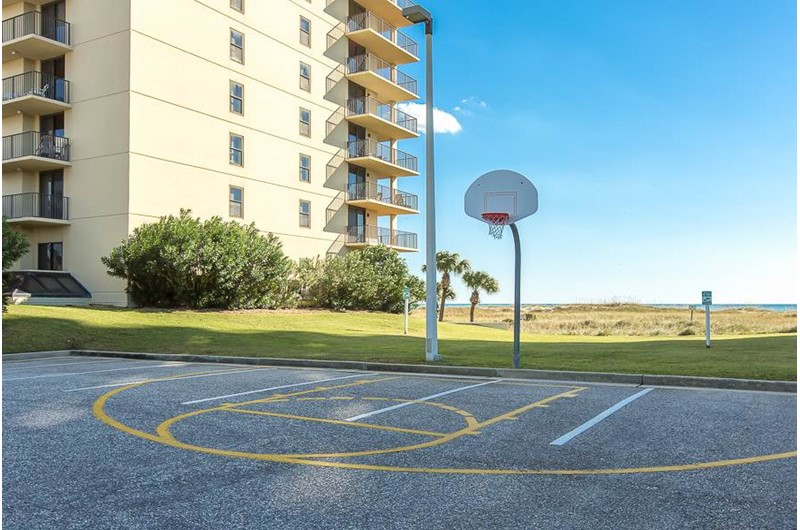 Basketball court at Phoenix VI in Orange Beach Alabama