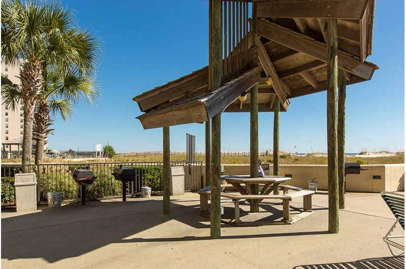 Nice grill and picnic area at Phoenix VII in Orange Beach Alabama