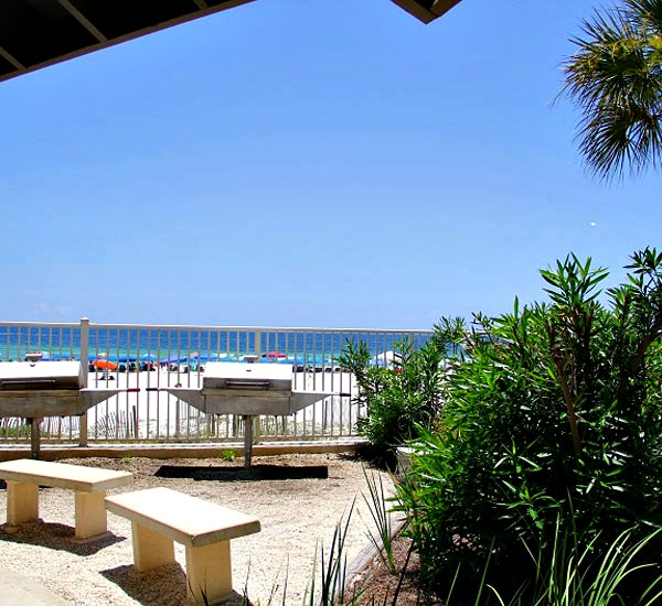 Beachside outdoor barbecue grills at Windward Pointe in Orange Beach Alabama