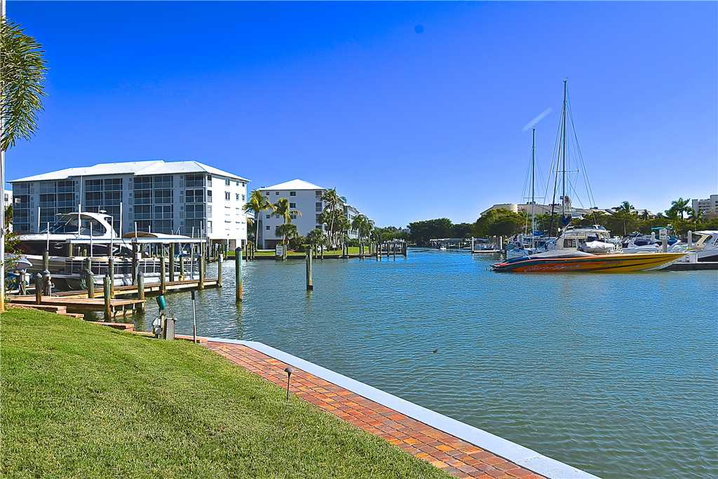 Palm Harbor 802W 2 Bedrooms 8th Floor Elevator Pool  WiFi Sleeps 6 Condo rental in Palm Harbor Condos in Fort Myers Beach Florida - #16