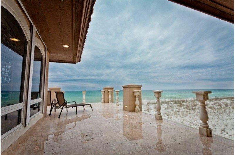 Ariola 14-500 luxury Gulf-front vacation home in Pensacola Beach Florida