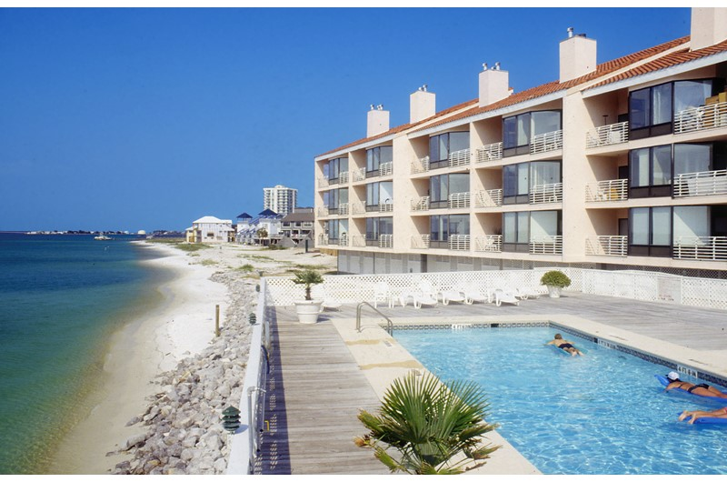 Enjoy The Pool And Beach From Palm Club In Pensacola Florida
