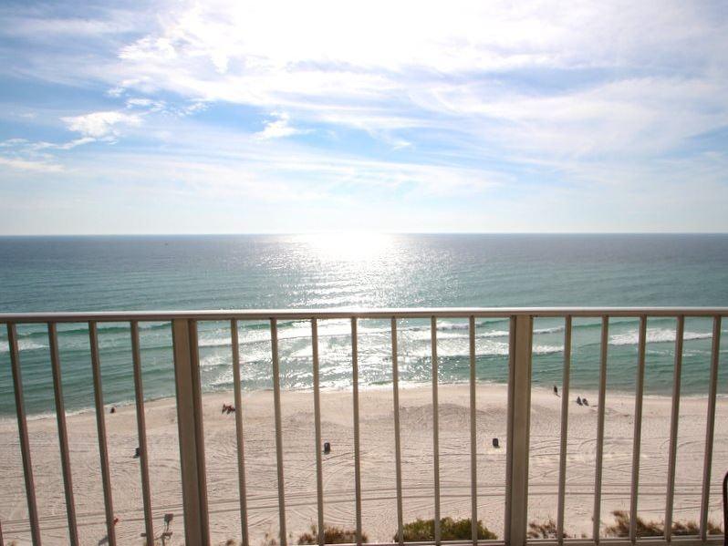 Regency 1013 2 Bedrooms Beachfront Pool Wi-Fi Sleeps 8