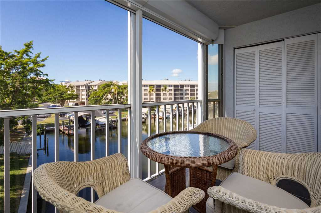 Royal Pelican 293 2 Bedrooms Canal View Elevator Heated Pool Sleeps 5 Condo rental in Royal Pelican Fort Myers Beach in Fort Myers Beach Florida - #2
