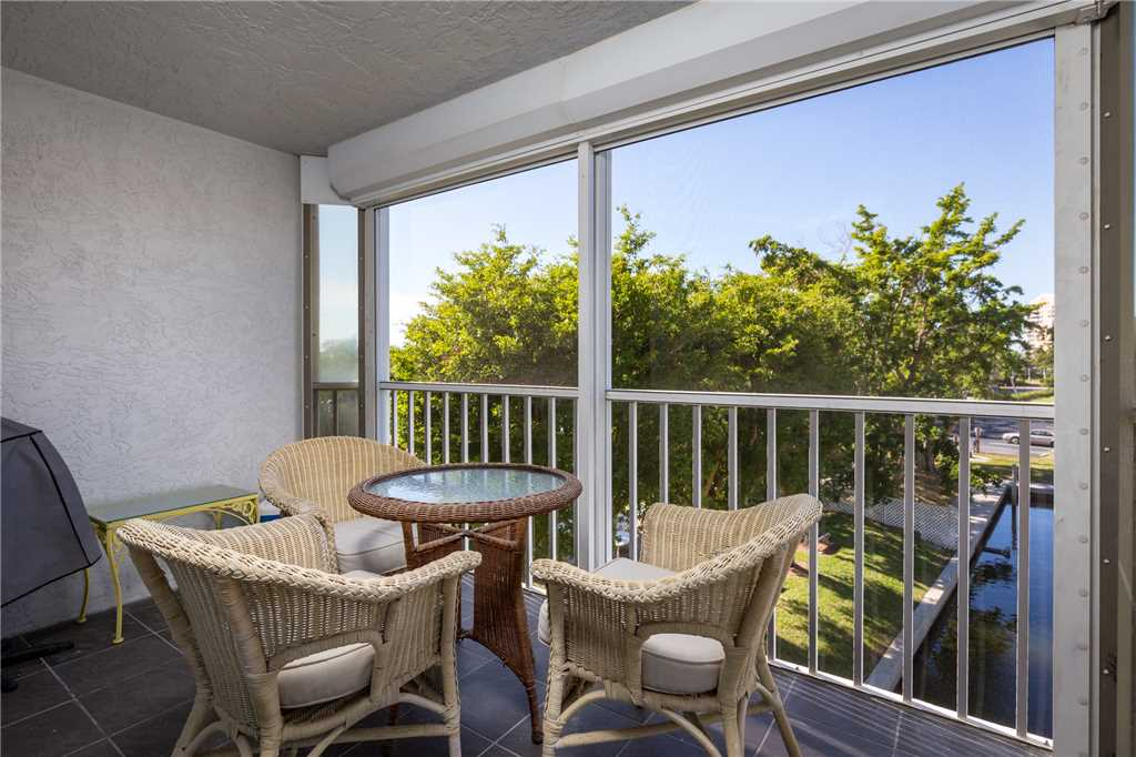 Royal Pelican 293 2 Bedrooms Canal View Elevator Heated Pool Sleeps 5 Condo rental in Royal Pelican Fort Myers Beach in Fort Myers Beach Florida - #18