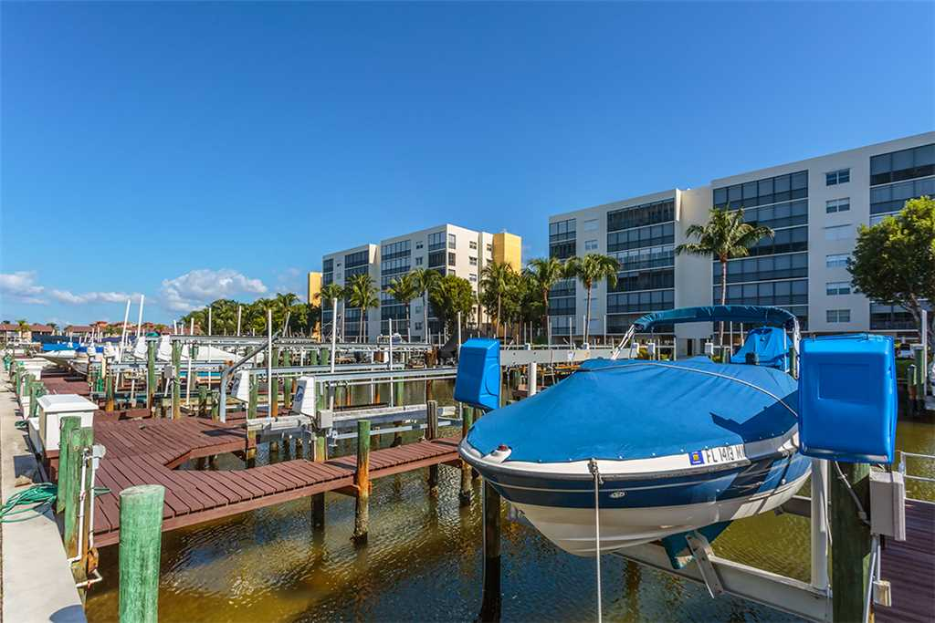 Royal Pelican 293 2 Bedrooms Canal View Elevator Heated Pool Sleeps 5 Condo rental in Royal Pelican Fort Myers Beach in Fort Myers Beach Florida - #20