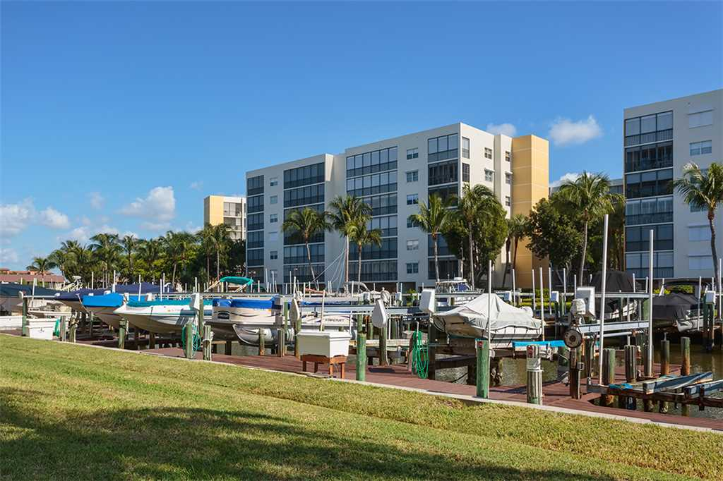 Royal Pelican 293 2 Bedrooms Canal View Elevator Heated Pool Sleeps 5 Condo rental in Royal Pelican Fort Myers Beach in Fort Myers Beach Florida - #21