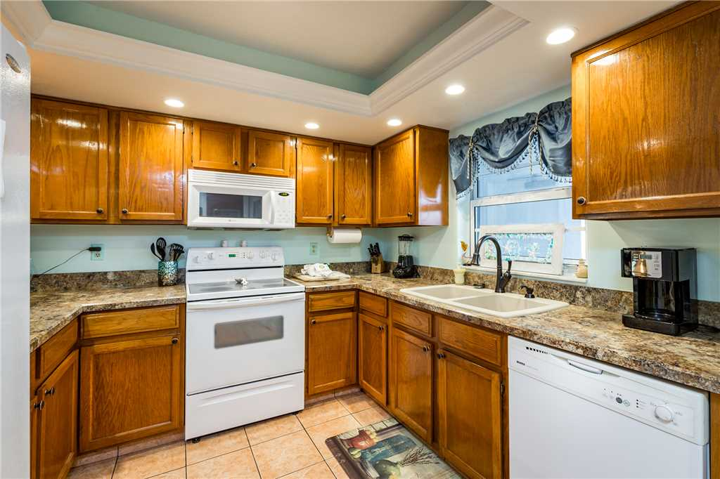Royal Pelican 322 2 Bedrooms Canal View Elevator Heated Pool Sleeps 6 Condo rental in Royal Pelican Fort Myers Beach in Fort Myers Beach Florida - #11