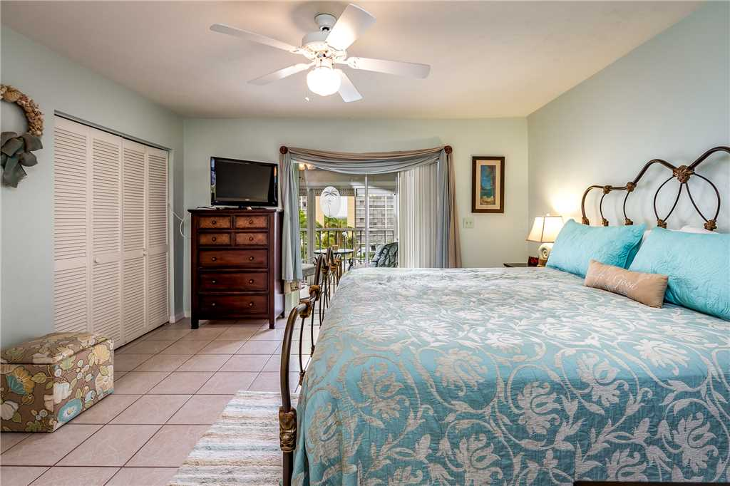 Royal Pelican 322 2 Bedrooms Canal View Elevator Heated Pool Sleeps 6 Condo rental in Royal Pelican Fort Myers Beach in Fort Myers Beach Florida - #14
