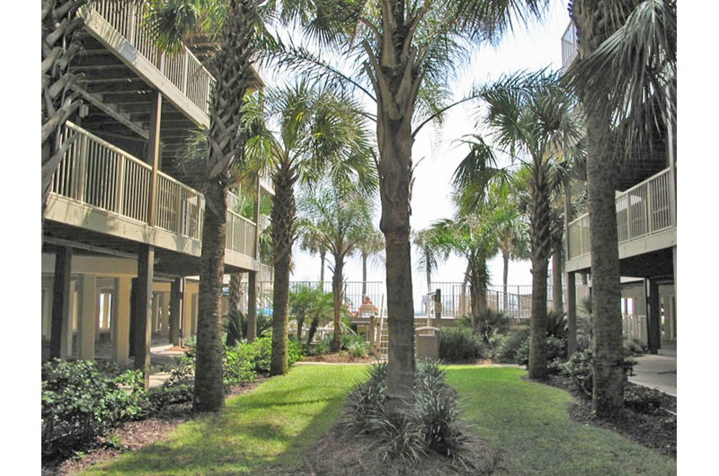 Gorgeous landscapng abounds at Sandpiper Condominiums in Gulf Shores AL