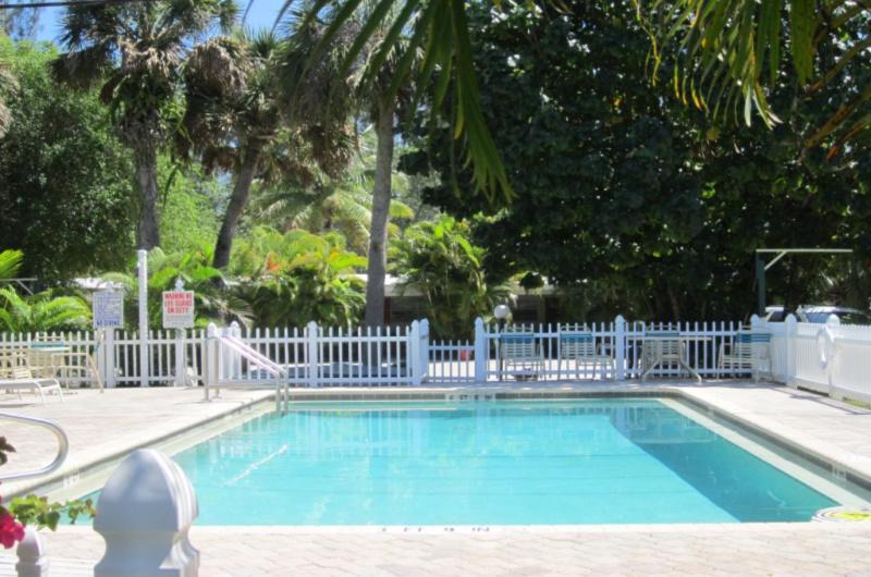Anchor Inn & Cottages - https://www.beachguide.com/sanibel-captiva-vacation-rentals-anchor-inn--cottages--789-0-20213-3581.jpg?width=185&height=185