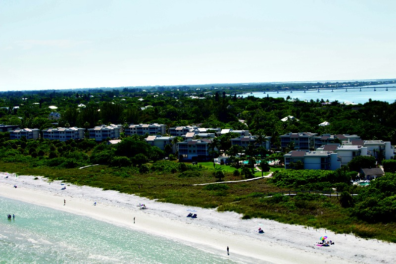 Sanibel Beach Club - https://www.beachguide.com/sanibel-captiva-vacation-rentals-sanibel-beach-club-8416664.jpg?width=185&height=185