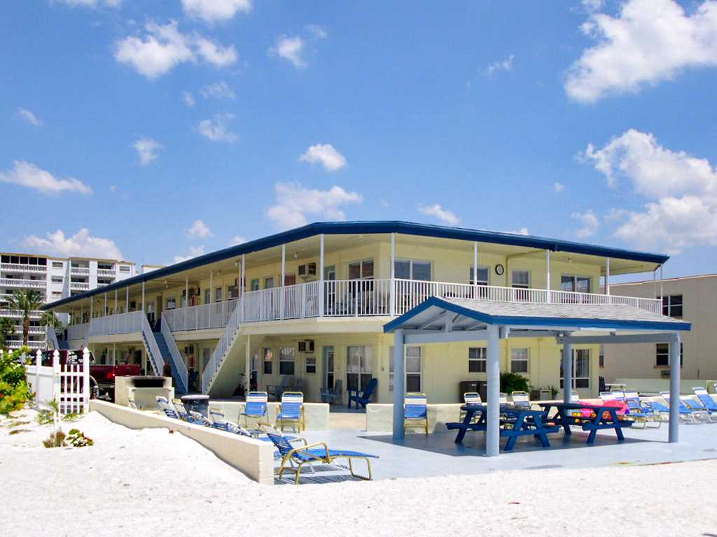 Sea Rocket 2 Studio Ground Floor BBQ Area WiFi Sleeps 4 Condo rental in Sea Rocket in St. Pete Beach Florida - #14