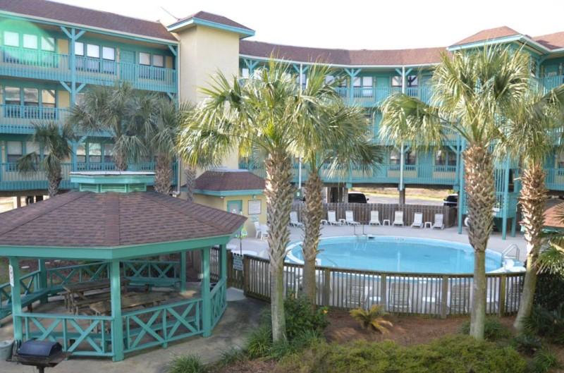 Seabreeze Condos Gulf Shores Alabama Courtyard