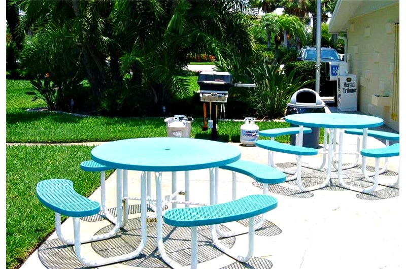 Picnic and grilling area at Jamaica Royale in Siesta Key FL