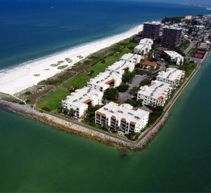 Beach Condos  - https://www.beachguide.com/st-pete-beach-vacation-rentals-beach-condos-8365142.jpg?width=185&height=185